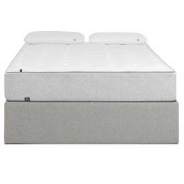 Světle šedá čalouněná postel LaForma Matters 180x200 cm